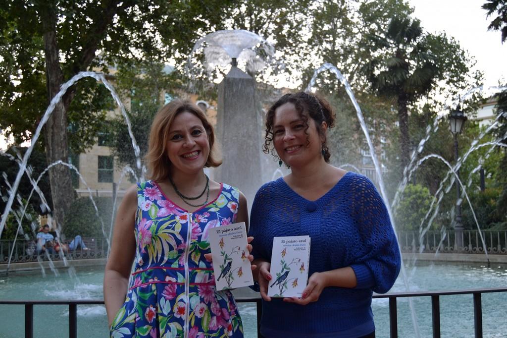 Ana Morillas (editora de Artificios) y Marina Tapia (coordinadora) del libro-homenaje a Rubén Darío, 'El pájaro azul' / A. ARENAS