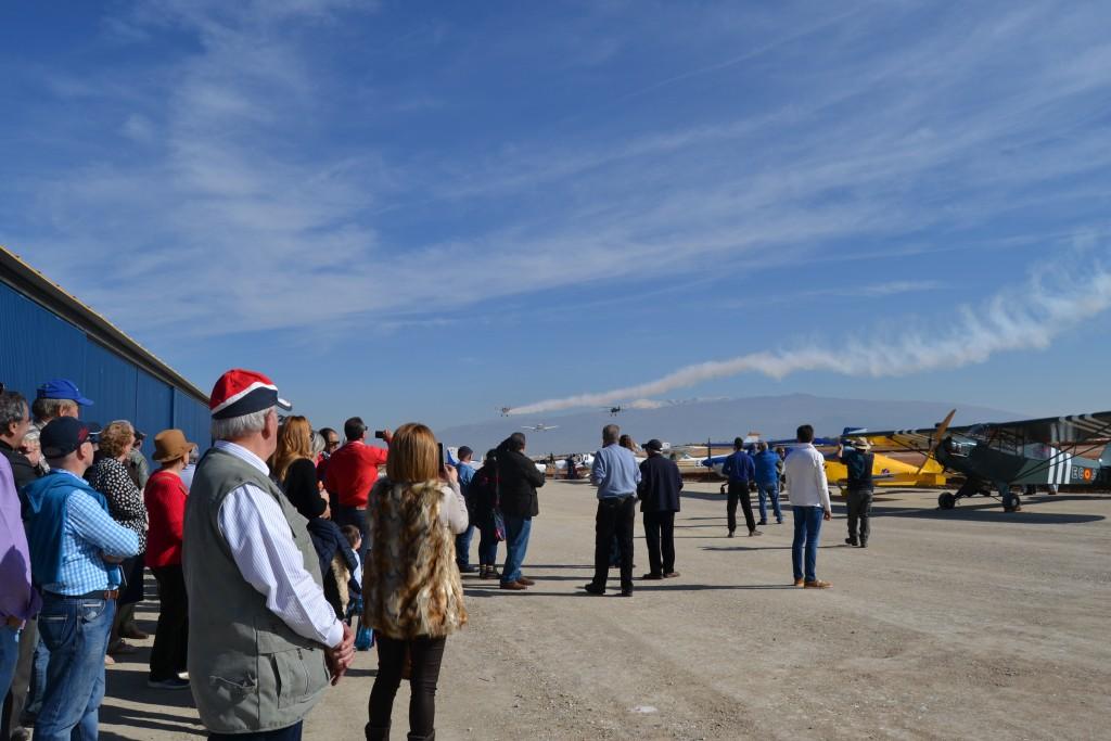 Los asistentes pudieron disfrutar de la llegada y salida de una veintena de avionetas/ A. ARENAS