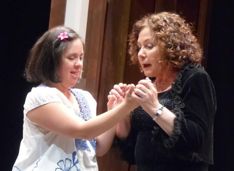 Elena Parras y Mila Estepa en un momento de la representación/ Mª JESÚS ESTEPA