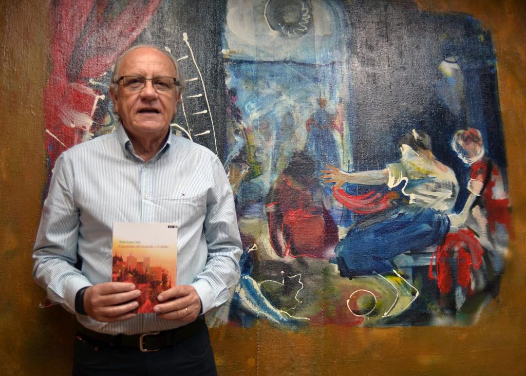 Pedro López Ávila, junto a su editora Pilar Sánchez en las nuevas instalaciones de Dauro de la calle Antequera 18/06/2016 FOTO: ANTONIO ARENAS