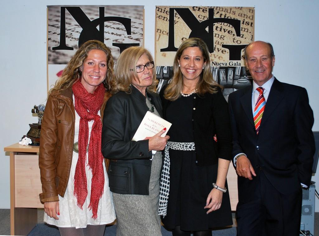 Raquel Rodrein, con su familia, en una anterior presentación en Nueva Gala FOTO: A. ARENAS