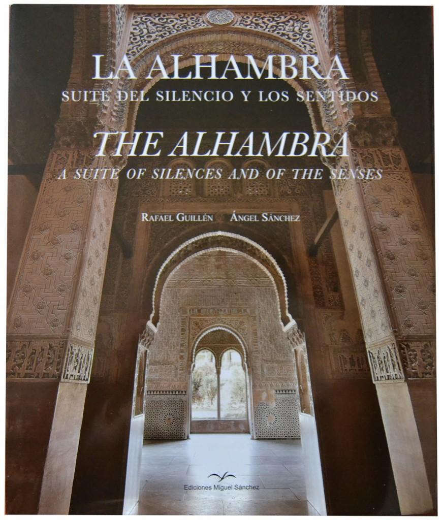 Portada del libro 'La Alhambra. Suite del silencio y de los sentidos'. Texto Rafael Guillén y fotografías de Ángel Sánchez. Edición bilingüe español-inglés pues ha sido traducido por Lawrence Bohme.