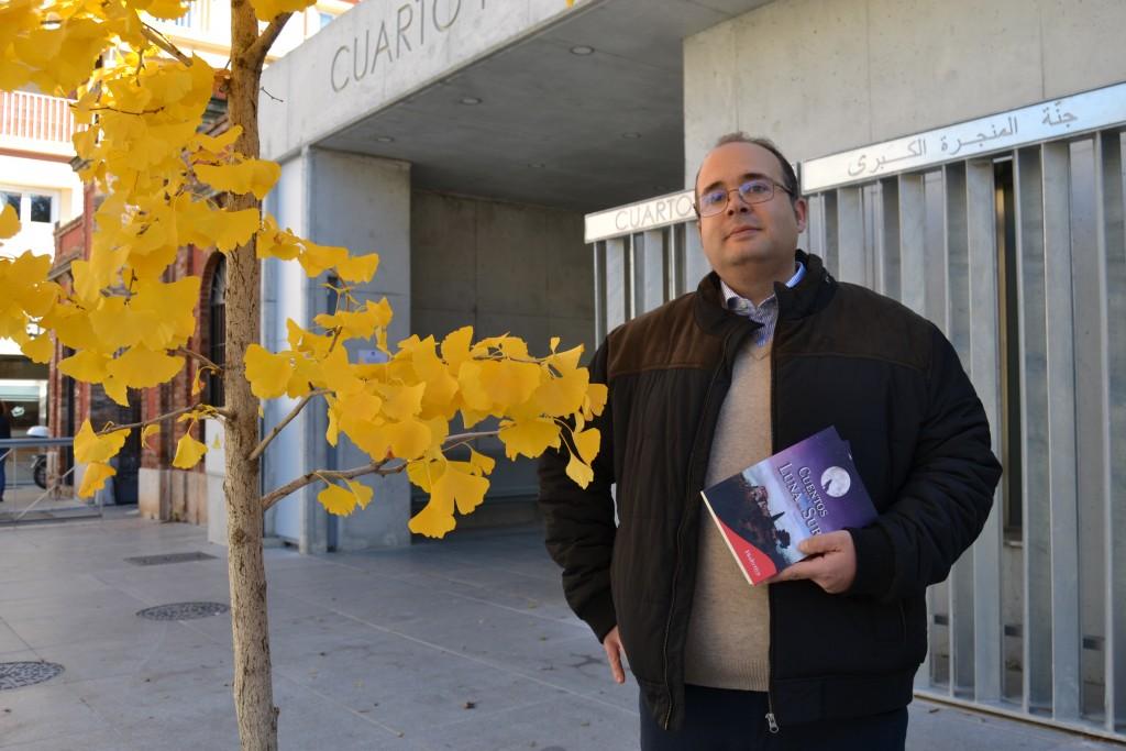 Antonio López, a las puertas del Cuarto Real, donde presentará su libro de relatos/A. ARENAS