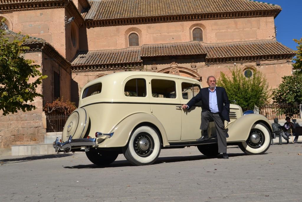 jOAQUÍN Ruiz Vico está orgulloso de este vehículo avanzado para su época/a. arenas