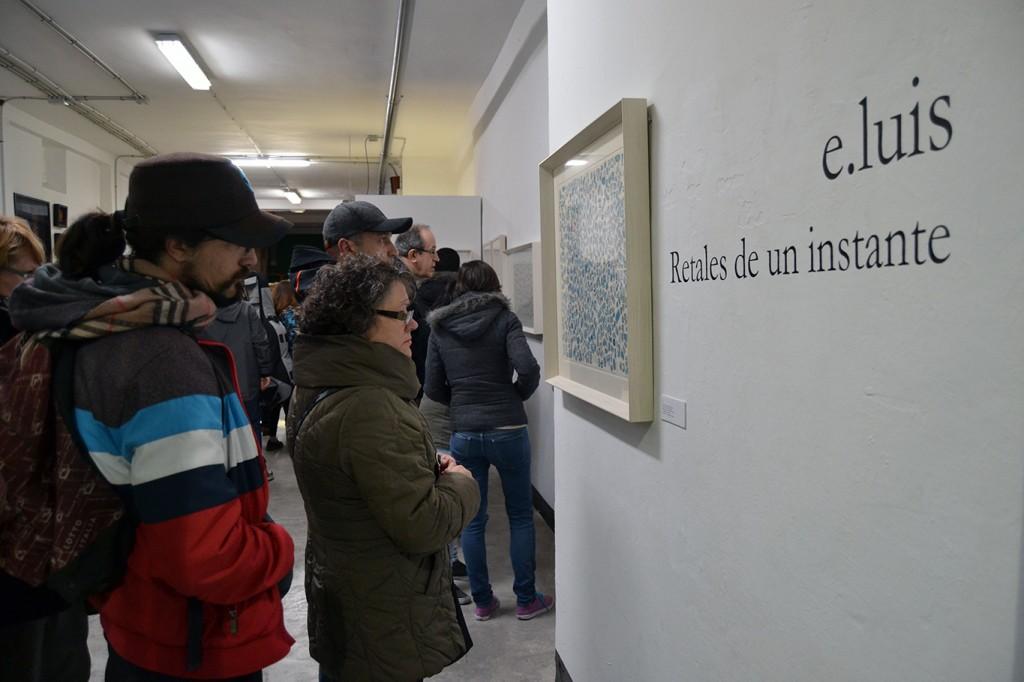 Asistntes a la exposición contemplar la obra de Emilio Luis 20/12/2016 FOTO: ANTONIO ARENAS