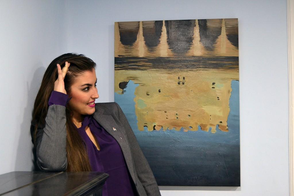 Paloma Ruiz de Almodóvar junto a algunas de las obras de la serie Alhambratropia que expondrá en el Centro de Moda y Arte PRdA 10/12/2016 FOTO: ANTONIO ARENAS