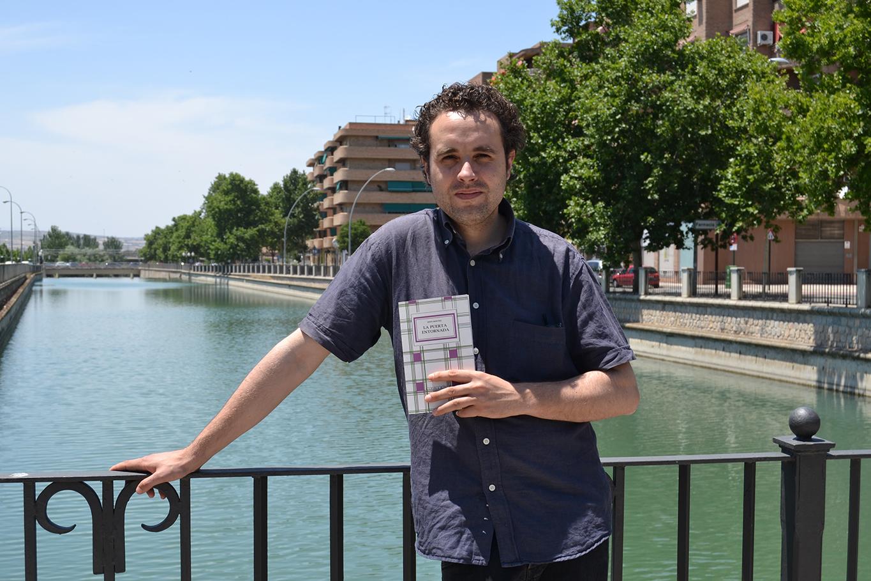 Jesús Montiel, ganador del XXXI premio de poesía Hiperión con su obra 'Memoria del pájaro' /A. ARENAS