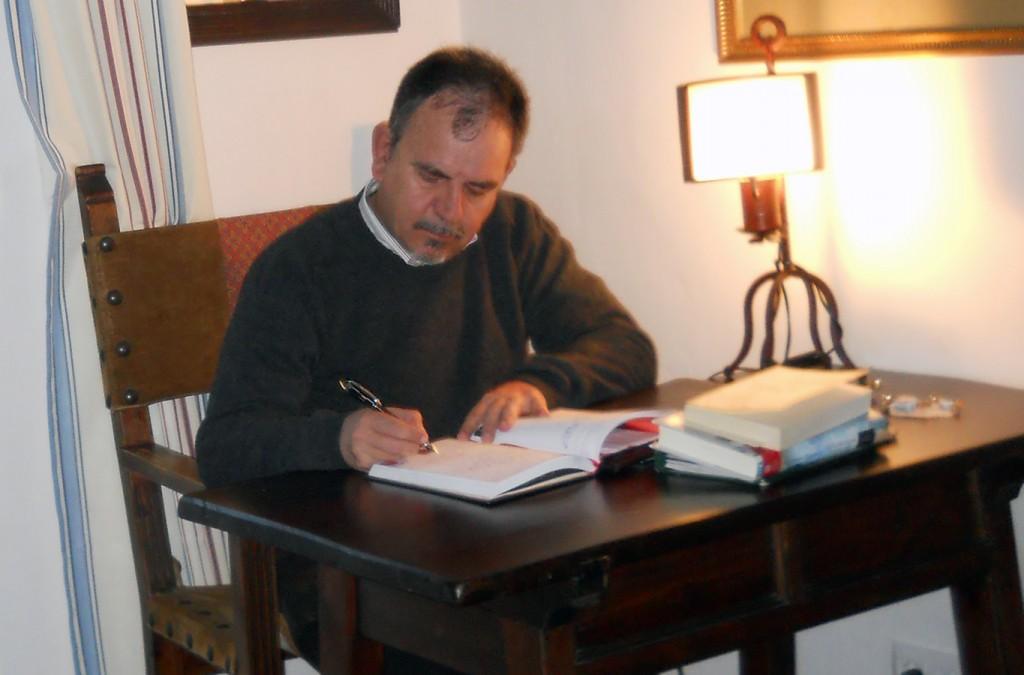 Manuel Juárez en su despacho