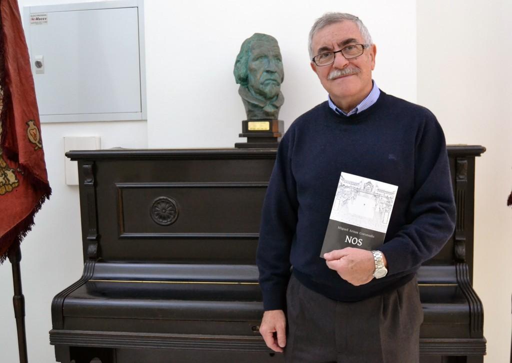Miguel Arnas, presenta su nueva novela 'Nos' en el Centro Artístico 15/12/2015 FOTO: ANTONIO ARENAS
