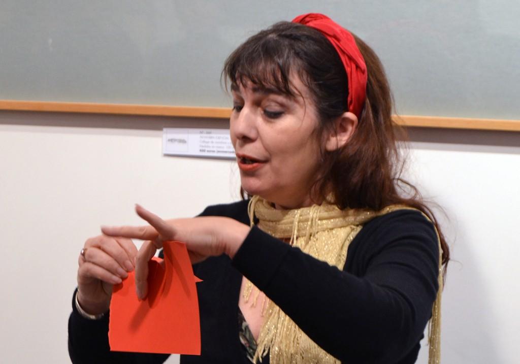 Violeta Monreal expone en Granada obras realizadas con la técnica del papel rasgado 27/01/2017 FOTO: ANTONIO ARENAS