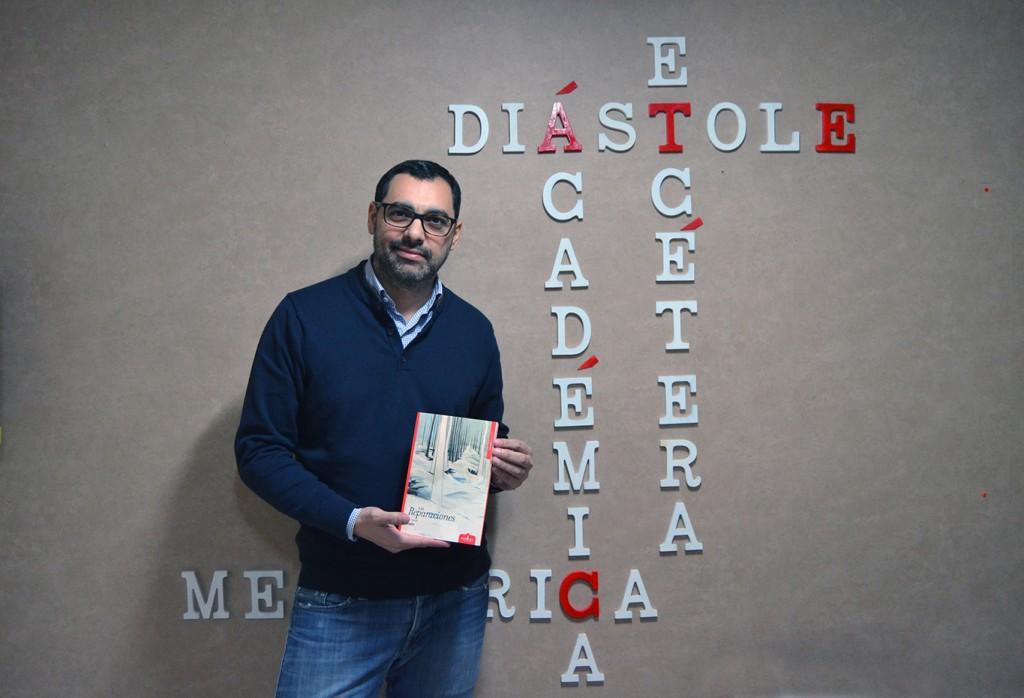 Fernado Jaén en la sede de Ediciones Esdrújula/A. ARENAS