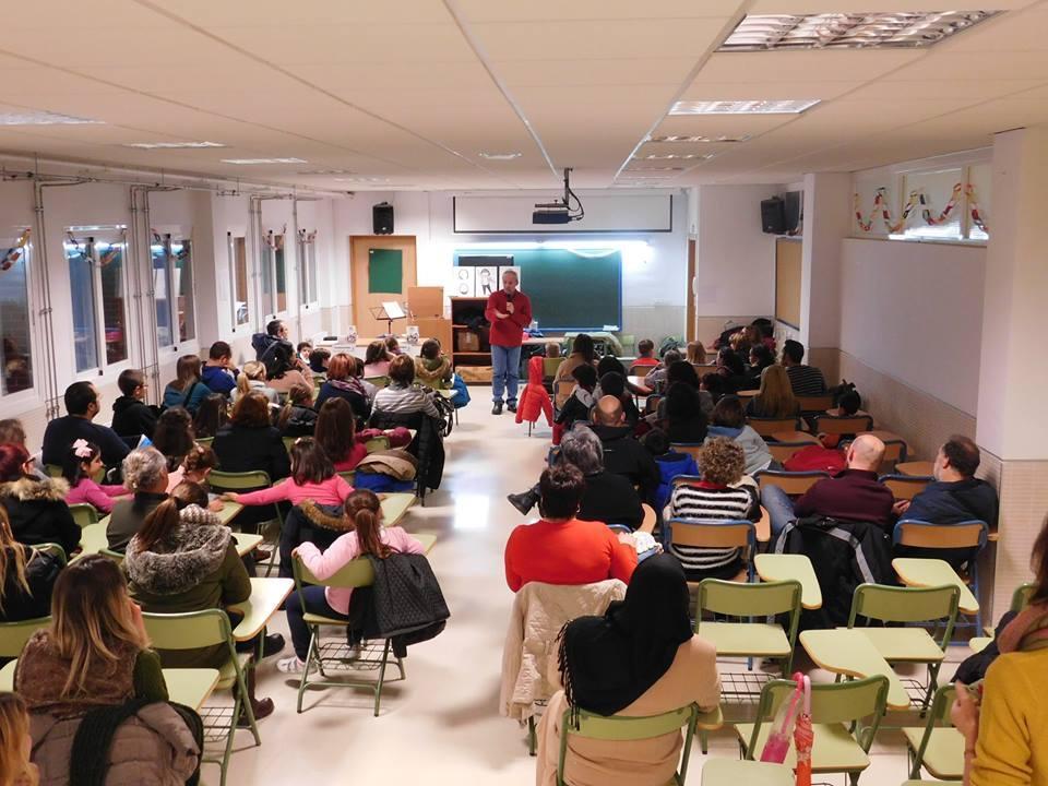 Presentación de SuperLola en el Colegio Nazaríes, de Armilla.