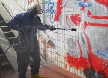 ¿Cómo quitar los grafittis del exterior de mi negocio?