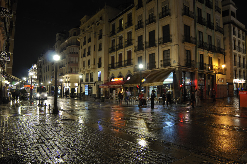 plaza-nueva-reyes-bajo-la-lluvia